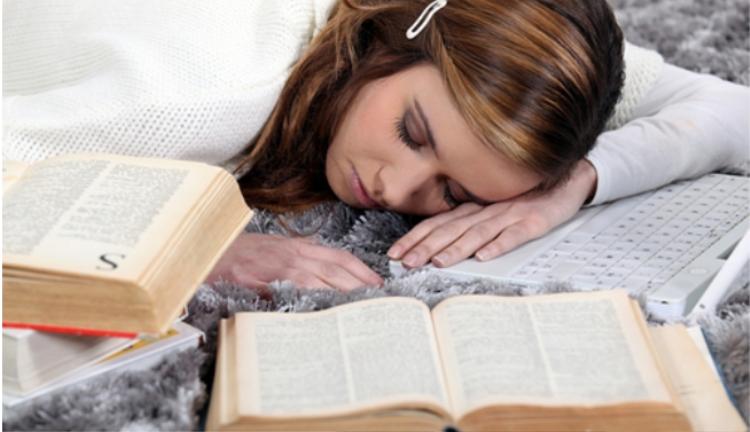 Học tập quá sức sẽ khiến cơ thể suy kiệt