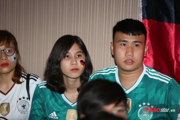 Họ hồi hộp chứng kiến Mexico sau khi có bàn thắng và tiếp tục tạo ra nhiều cơ hội ăn bàn.