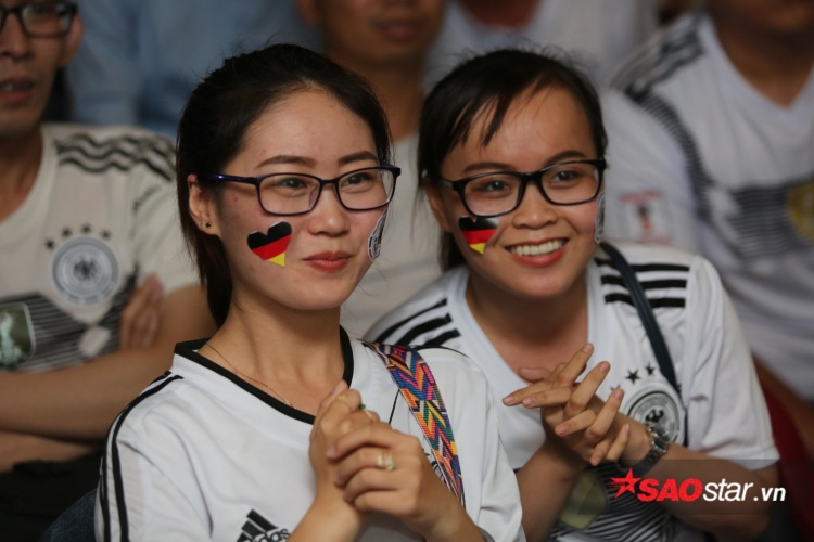 Những nụ cười hạnh phúc khi xem tuyển Đức thi đấu.