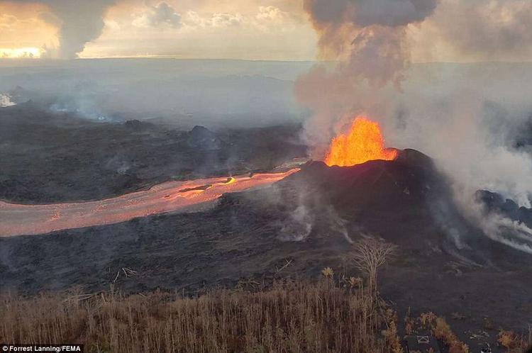 Tính tới nay, dung nham từ núi lửa đã phá hủy gần 500 căn nhà với diện tích bị ảnh hưởng lên tới gần 6000 ha.