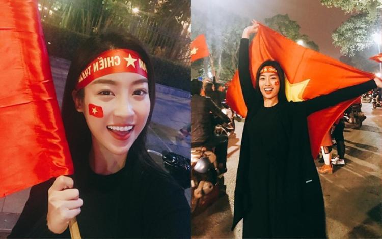 """Nàng hậu đi """"bão"""", ủng hộ tinh thần đội bóng nước nhà trước trận chung kết U23 châu Á vừa qua."""