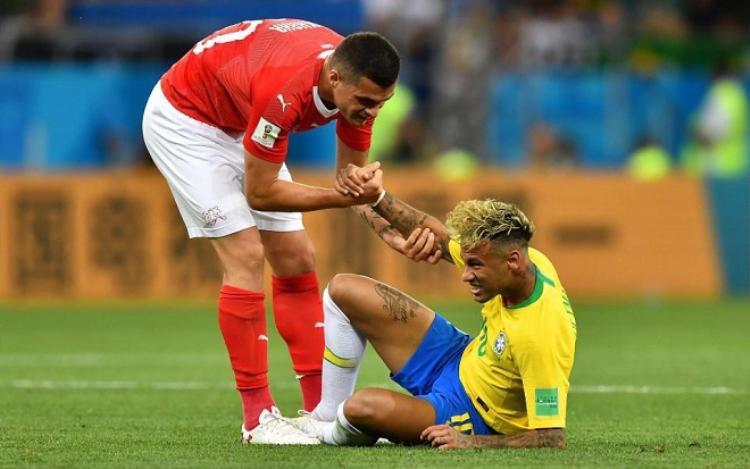 """Ngôi sao số 1 của đội tuyển Brazil được """"chăm sóc"""" rất kỹ càng. Ảnh: The Sun."""