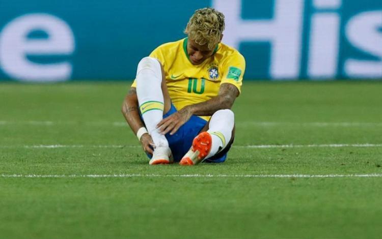 Nhiều khả năng, Neymar sẽ vắng mặt trong trận đấu sắp tới gặp đội tuyển Costa Rica. Ảnh: The Sun.