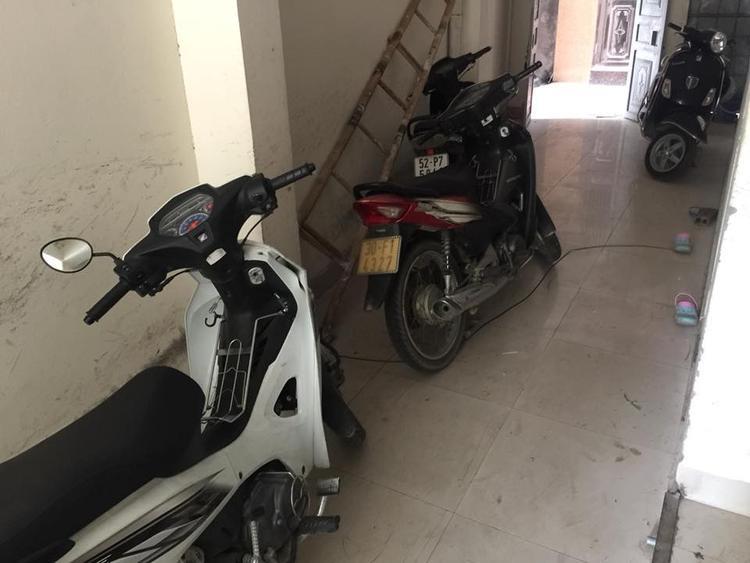 Khu vực hành lang khu nhà trọ nơi chị Y. để xe bị trộm lấy mất.