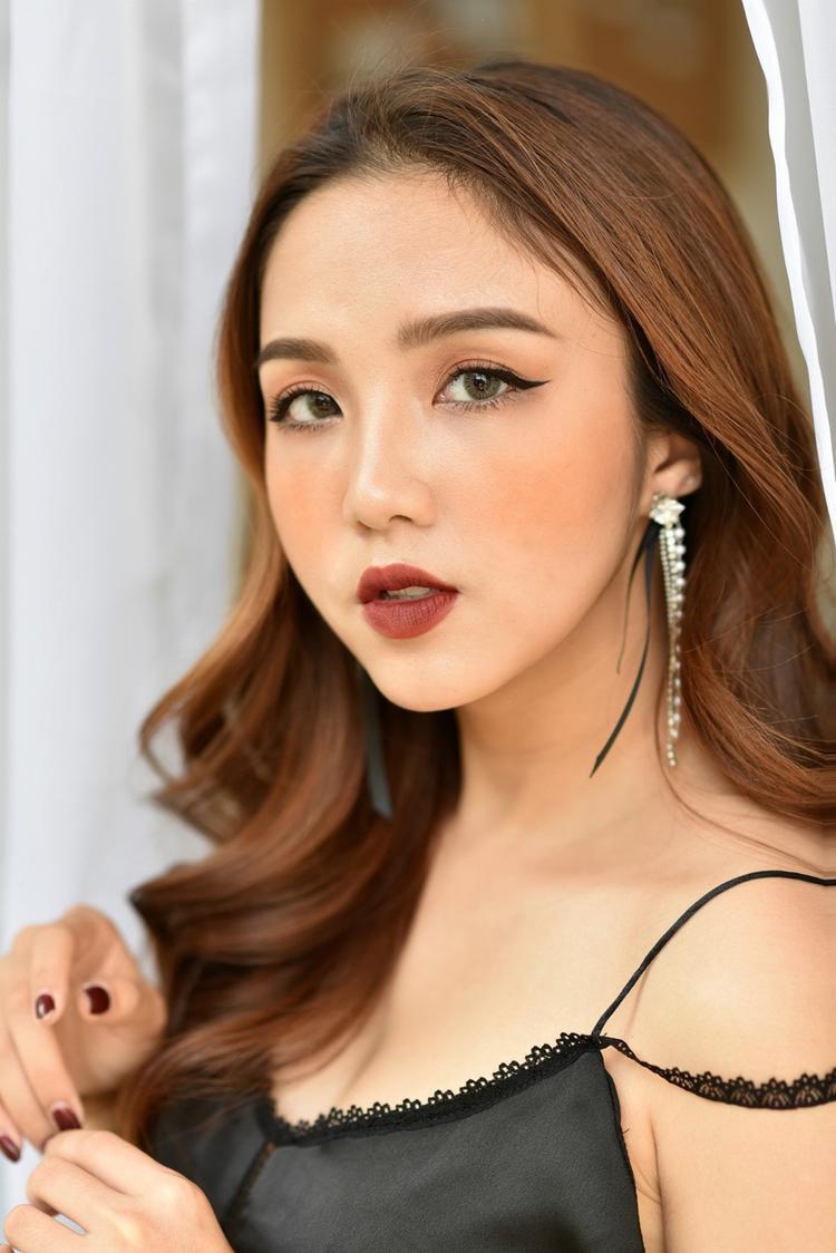 Tuy có gu thời trang đa dạng và luôn biến hóa trong diễn xuất, song 9x Hà Nội thừa nhận tính cách của mình khá đơn giản