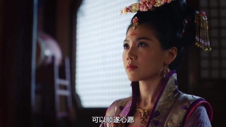 Lý Long Cơ vô tình trông thấy Trịnh Chiêu Nghi đang trong phật quan tự cầu phúc cho Nguyên Nguyệt - Công chúa Linh Lung…