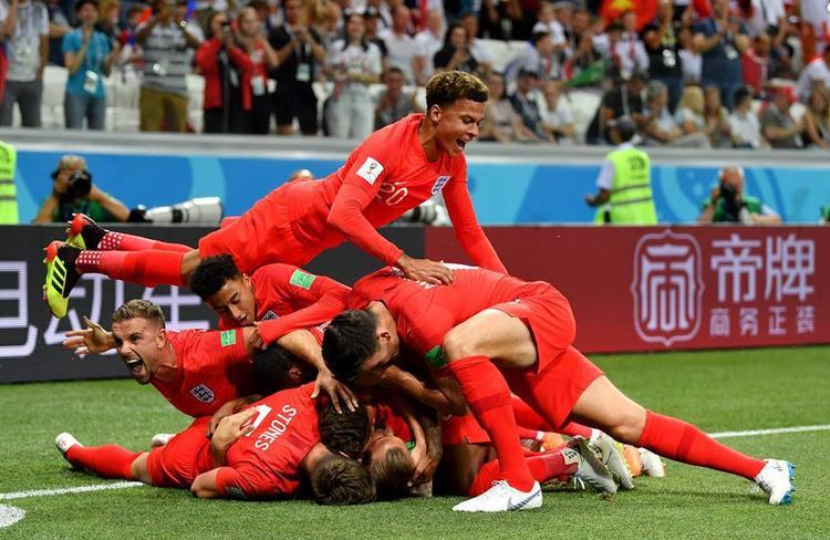 Niềm vui của tuyển Anh khi có bàn thắng đầu tiên do công của Kane. Ảnh: FIFA