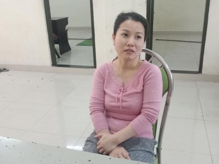 """""""Nữ quái"""" Nguyễn Thị Tú Uyên tại cơ quan công an."""