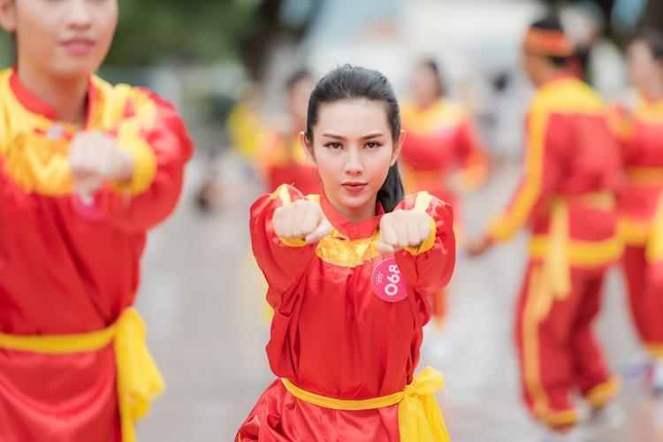 Tuy chỉ mới tập luyện, các thí sinh đã tỏ ra thuần thục với môn võ thuật này.