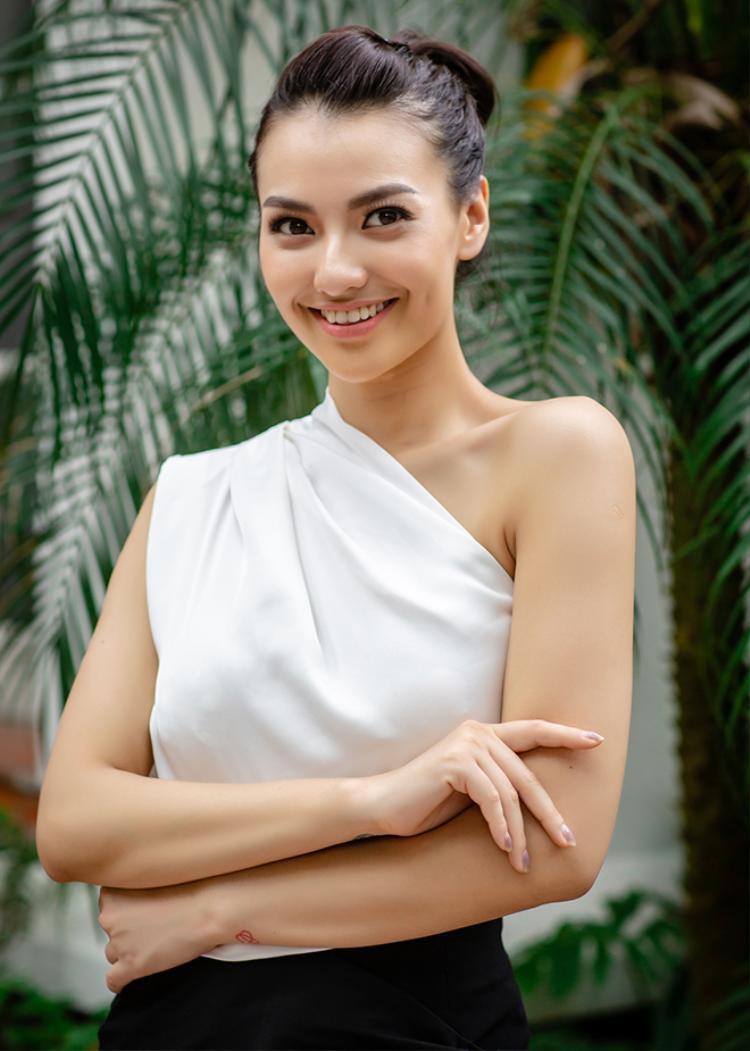 Người mẫu chuyển giới, bạn hoa hậu Hương Giang Idol khoe sắc gây bất ngờ