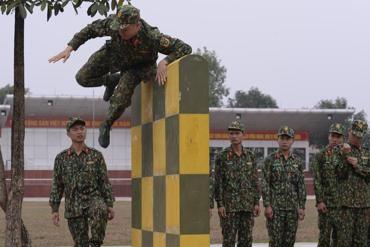 Sao nhập ngũ: Cười xỉu khi Gin Tuấn Kiệt đã hi sinh mà Hoàng Tôn vẫn nhiệt tình cứu chữa