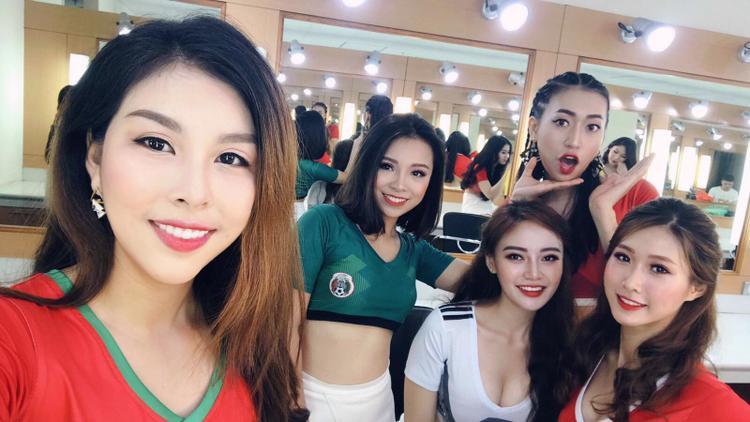 Giữa rừng người đẹp gợi cảm bị chê tơi tả, MC Vân Anh là người duy nhất bình luận World Cup được khen ngợi