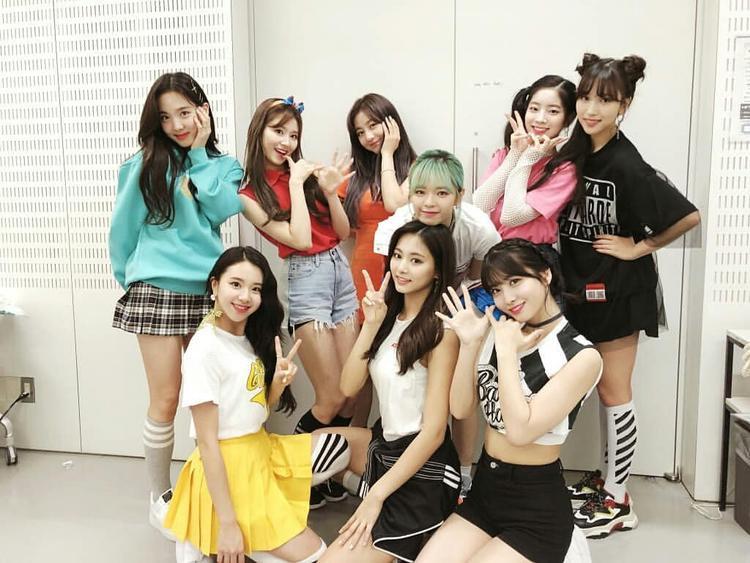 Showcase debut của 9 cô gái nhà JYP tại thị trường này đã thu hút tới 15 000 người hâm mộ. 2 đĩa nhạc tiếng Nhật của nhóm là #Twice và One More Time đều được chứng nhận Bạch Kim bởi Hiệp hội Công nghiệp Ghi âm Nhật Bản (RIAJ).