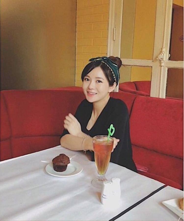Hot girl Tú Linh khoe thân hình thon thả chỉ sau 1 tháng hạ sinh con gái đầu lòng