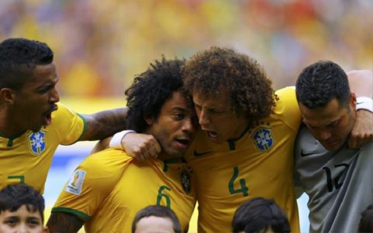 Các tuyển thủ Brazil đua nhau nức nở trận gặp Mexico. Ảnh: Goal.com.