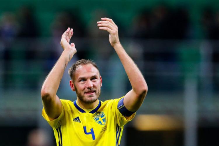 Trung vệ: Andreas Granqvist (Thụy Điển).
