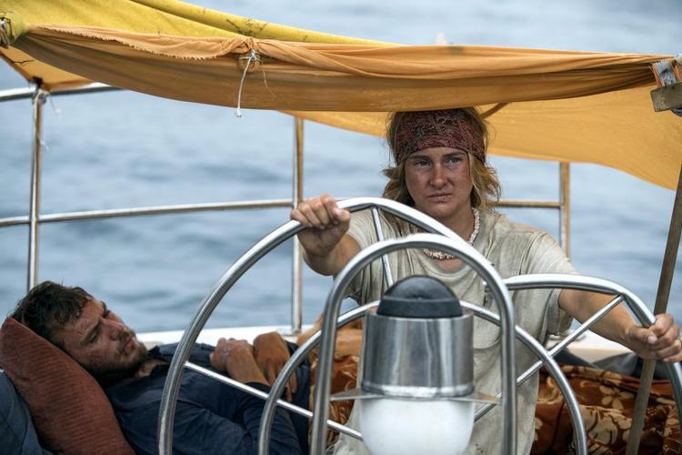Shailene Woodley trong vai một Tami kiên cường trước sóng gió cuộc đời.