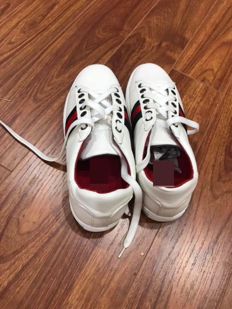 Đôi giày cô gái nhận được chả liên quan gì đến đôi giày mẫu