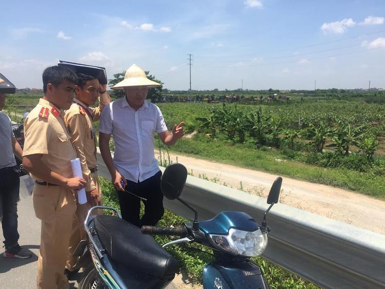 Qua xác định, tối 19/6, hai nạn nhân đi dự sinh nhật, mượn xe chiếc xe của chủ quán karaoke mang biển kiểm soát Thanh Hoá đi về đến cầu vượt Yên Phú (nơi giao với quốc lộ 5B) thì gặp nạn.