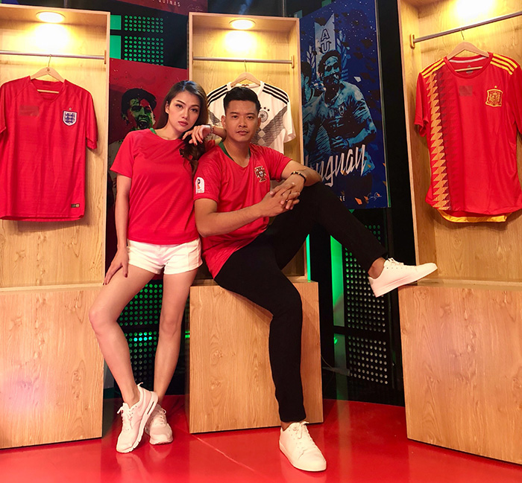Hoa hậu Thái Nhiên Phương, siêu mẫu Hồ Đức Vĩnh đỏ rực chào đón World Cup