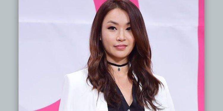"""Với tính cách """"thẳng như ruột ngựa"""", cô giáo vũ đạo nổi tiếng Bae Yoon Jung đã bị Mnet giao cho """"vai ác"""" trong tập 1."""