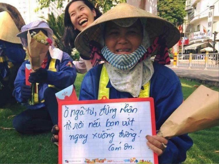 Kinh hãi những thứ được móc lên từ lòng cống ở Sài Gòn