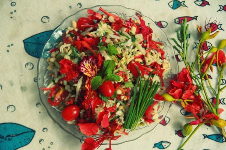 Cô gái khoe món ăn cả tuổi thơ, gói cả mùa hè với hoa phượng khiến hội mê ẩm thực tròn mắt ngạc nhiên