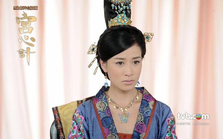 """Lưu Tam Hảo/ Đức phi hiền lương thục đức """"siêu thực"""" trong """"Cung tâm kế"""" gây ra không ít tranh cãi"""