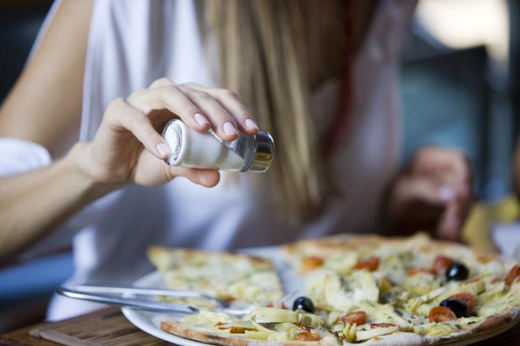 Ăn nhiều muối ảnh hưởng không tốt cho sức khỏe