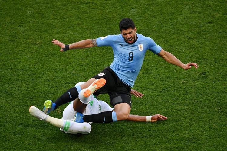 Suarez có trận đấu thứ 100 cho Uruguay. Ảnh: FIFA