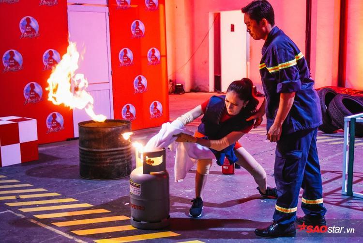 Trấn Thành, Hương Giang há hốc mồm khi được khai sáng kiến thức phòng cháy, chữa cháy