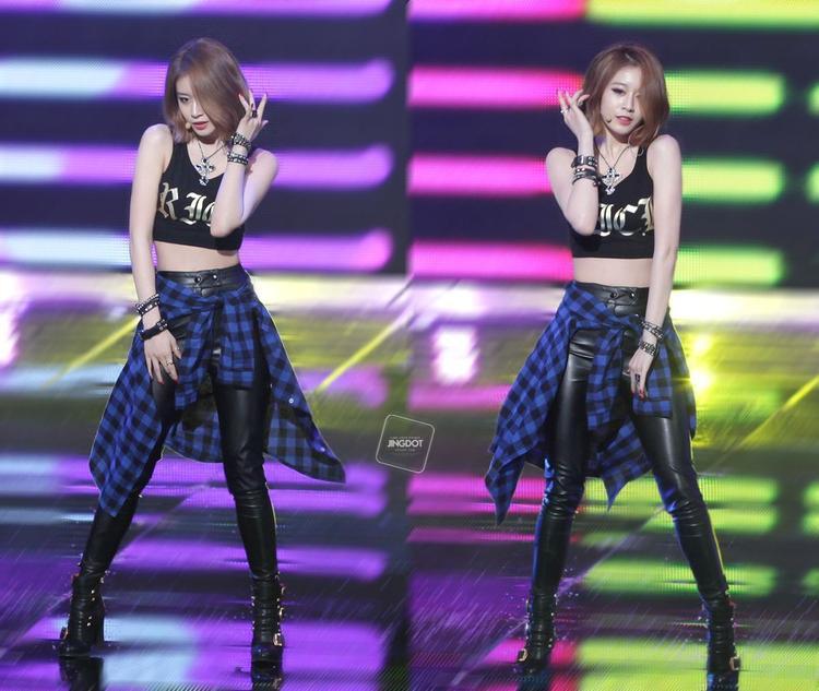 Body siêu chuẩn của của Jiyeon.
