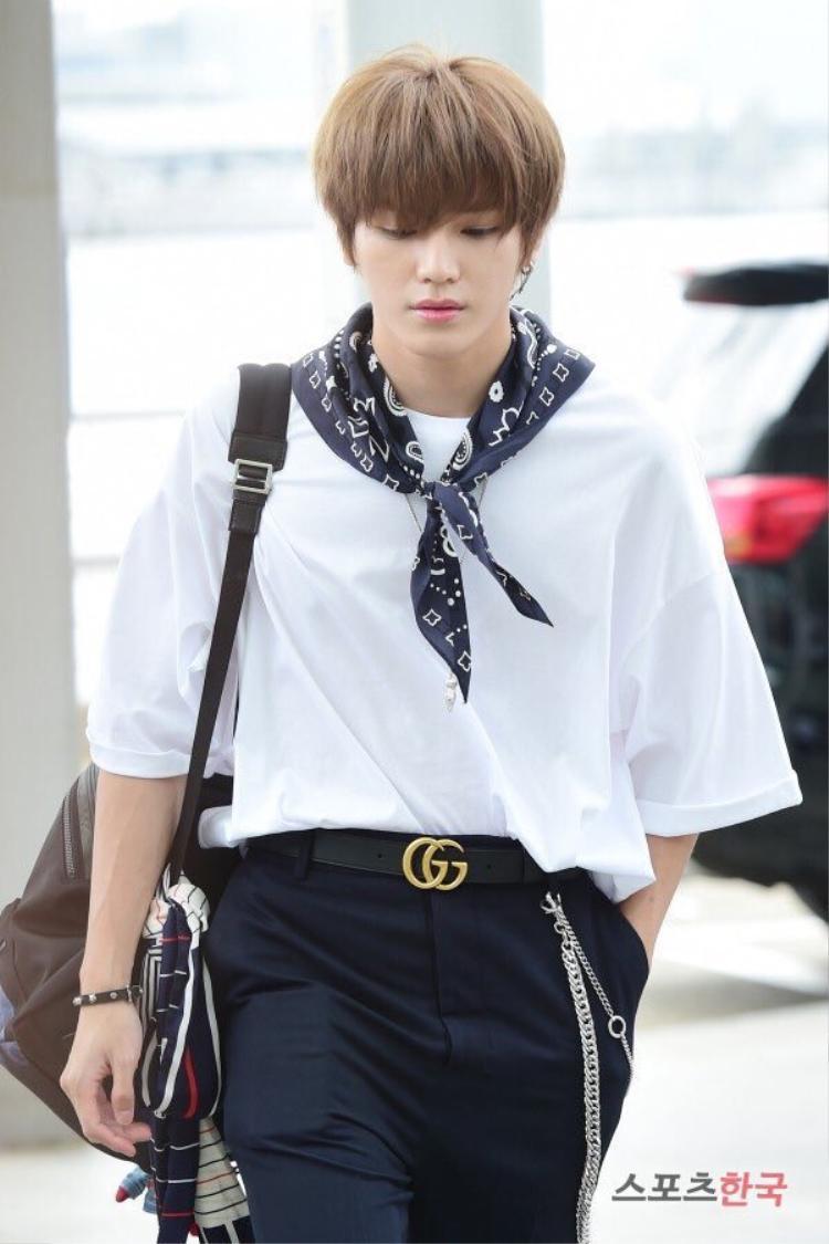 Taeyong (NCT) xuất hiện sành điệu tại sân bay, lên đường dự KCON18NY