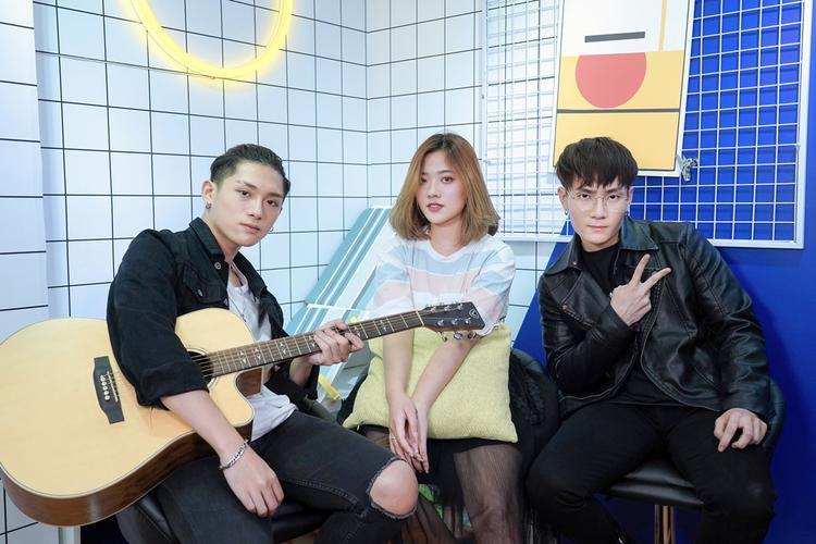 Fanny và 2 thành viên nhóm MONSTAR.