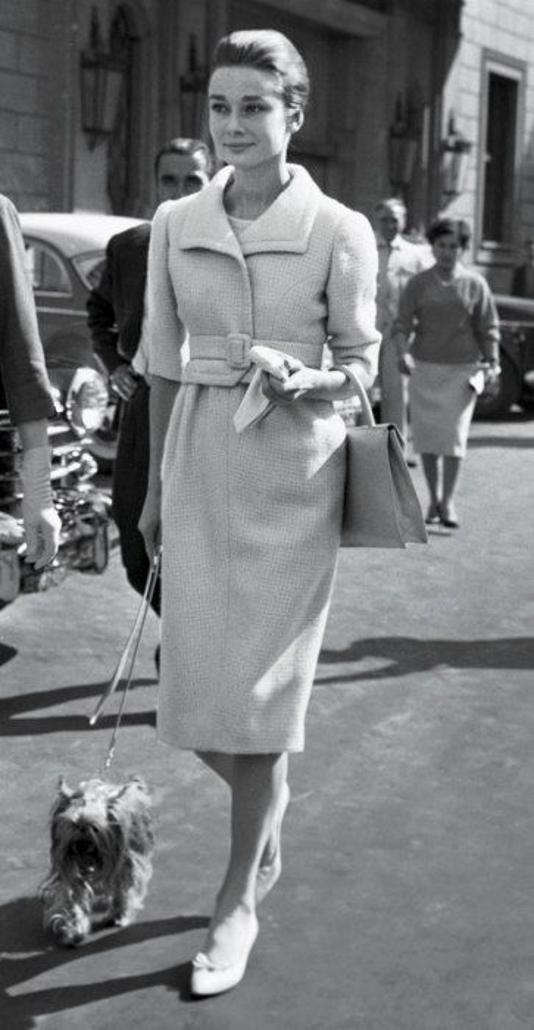 Audrey Hepburn  biểu tượng thời trang của mọi thời đại luôn nói không với giày cao gót