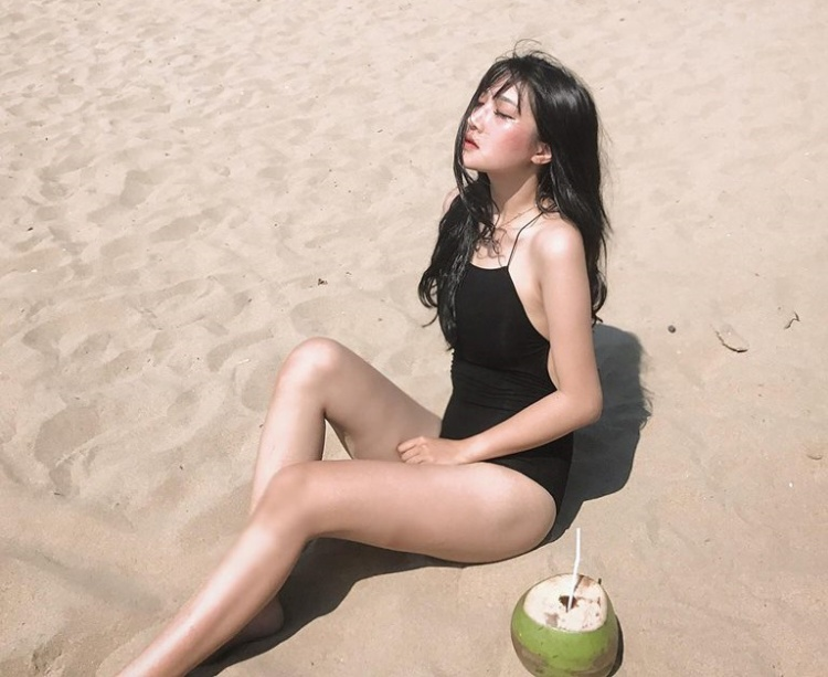 Vẻ nóng bỏng khi diện bikini.
