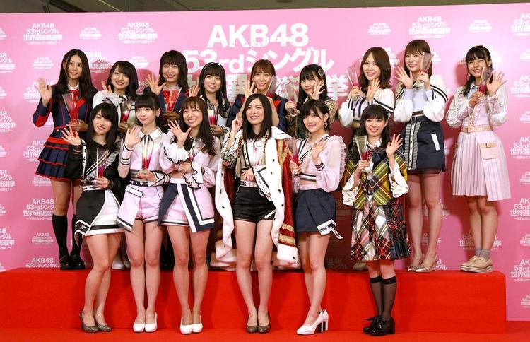 Trong hình là 16 người thứ hạng cao nhất kì Senbatsu Sousenkyo 2018 vừa diễn ra ngày 16/6 (thiếu Miyawaki Sakura, hạng 3, do sức khỏe không tốt nên không thể chụp hình chung). No.1 là Matsui Jurina.