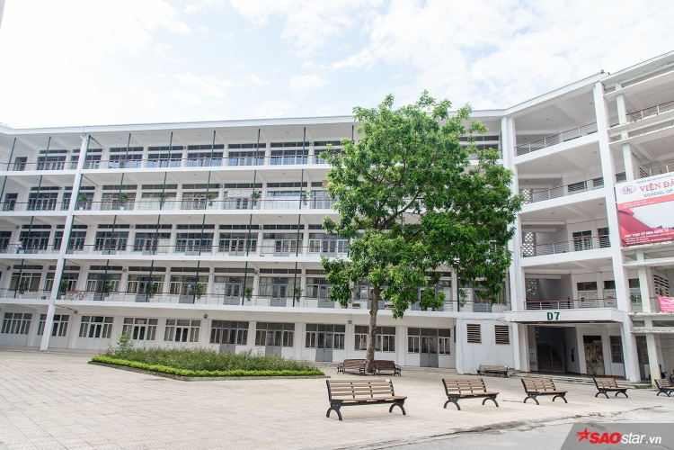 Cận cảnh ngôi trường ĐH đuổi sinh viên như cơm bữa nhưng năm nào cũng đông người đăng ký dự tuyển mùa thi THPT quốc gia