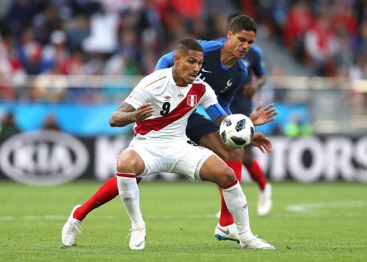 Guerrero bỏ lỡ cơ hội ngon ăn ở hiệp 1. Ảnh: FIFA