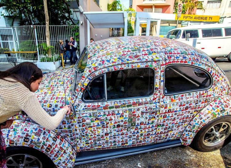 Chiếc xe này trở thành sự quan tâm của nhiều khách du lịch đi ngang qua dịp này.