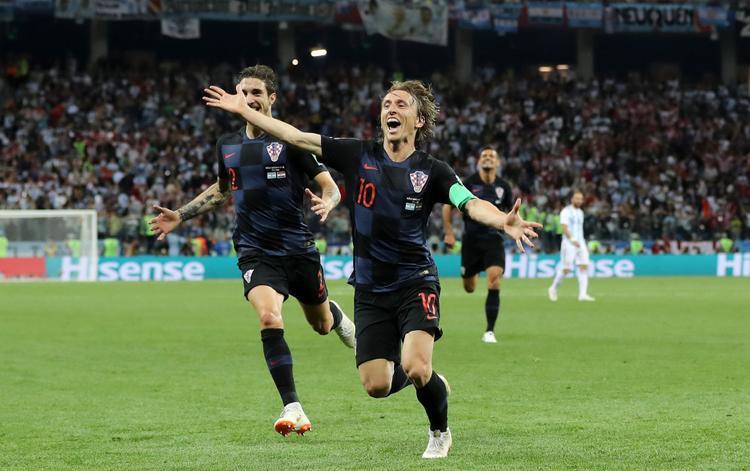 Modric thoải mái ghi bàn vào lưới Argentina. Ảnh: Fifa.com.