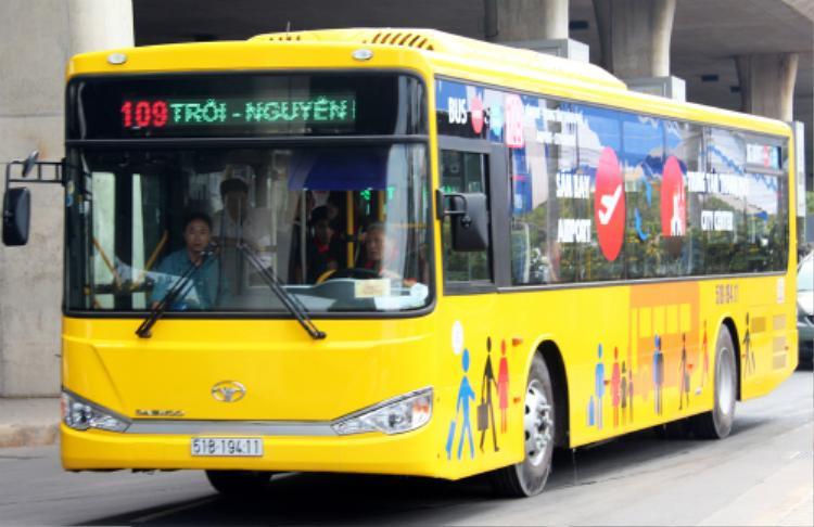 TP HCM hiện có 5 tuyến buýt có lộ trình đi qua Tân Sơn Nhất. Ảnh: Hữu Nguyên.