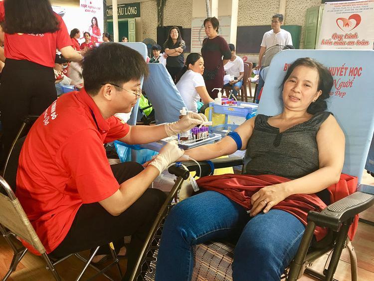 Hành động hiến máu giúp người trở thành một trong những hoạt động được đông đảo mọi người hưởng ứng
