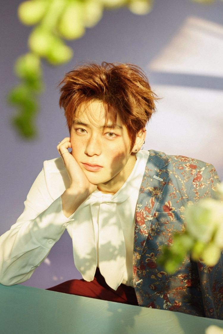 Jaehyun (NCT) giống như hoàng tử cổ tích với má tàn nhang.