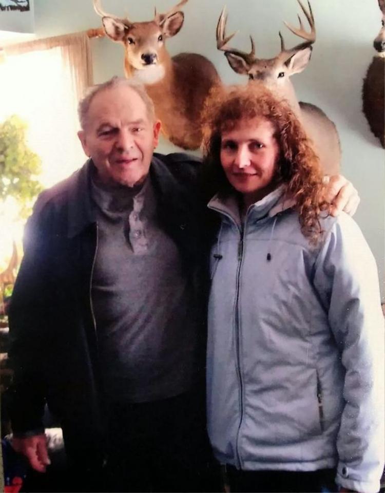 Dawn và người cha quá cố, Wayne Clouse. Ảnh: SWNS.com