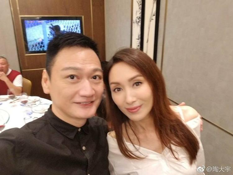 Đào Đại Vũ selfie cùng Quách Khả Doanh