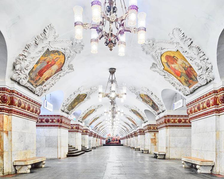 Burdeny chia sẻ những đoàn tàu hoạt động thì không có gì đặc biệt nhưng những ga tàu như ga Kievskaya này đưa mọi thứ lên một tầm cao mới.