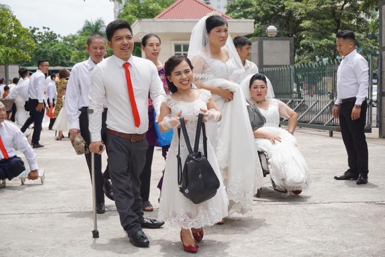 Vợ chồng anh Thành vui vẻ trong ngày tổ chức đám cưới.