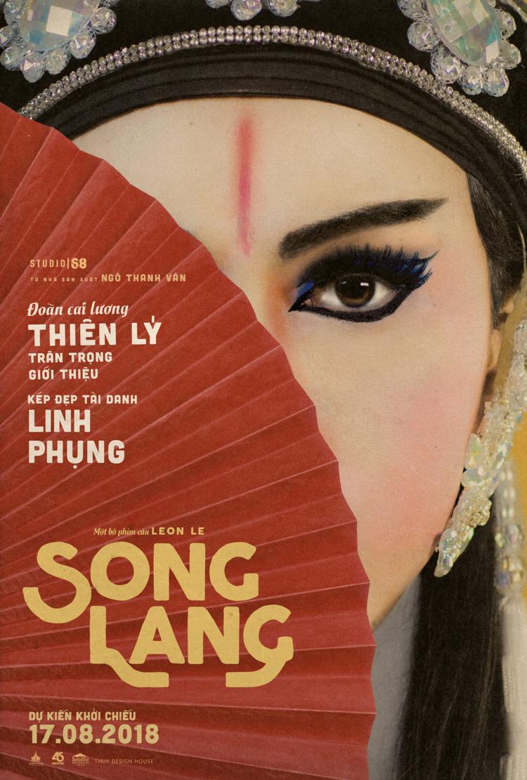 Một nửa khuôn mặt của diễn viên chính Linh Phụng được hé lộ trên poster.