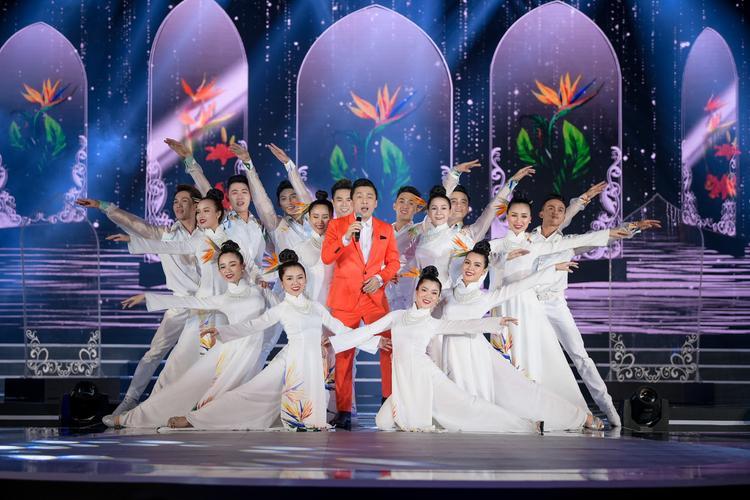 """""""Anh Hai"""" Lam Trường mang đến ca khúc luôn gắn liền với các cuộc thi hoa hậu -Gót hồng."""